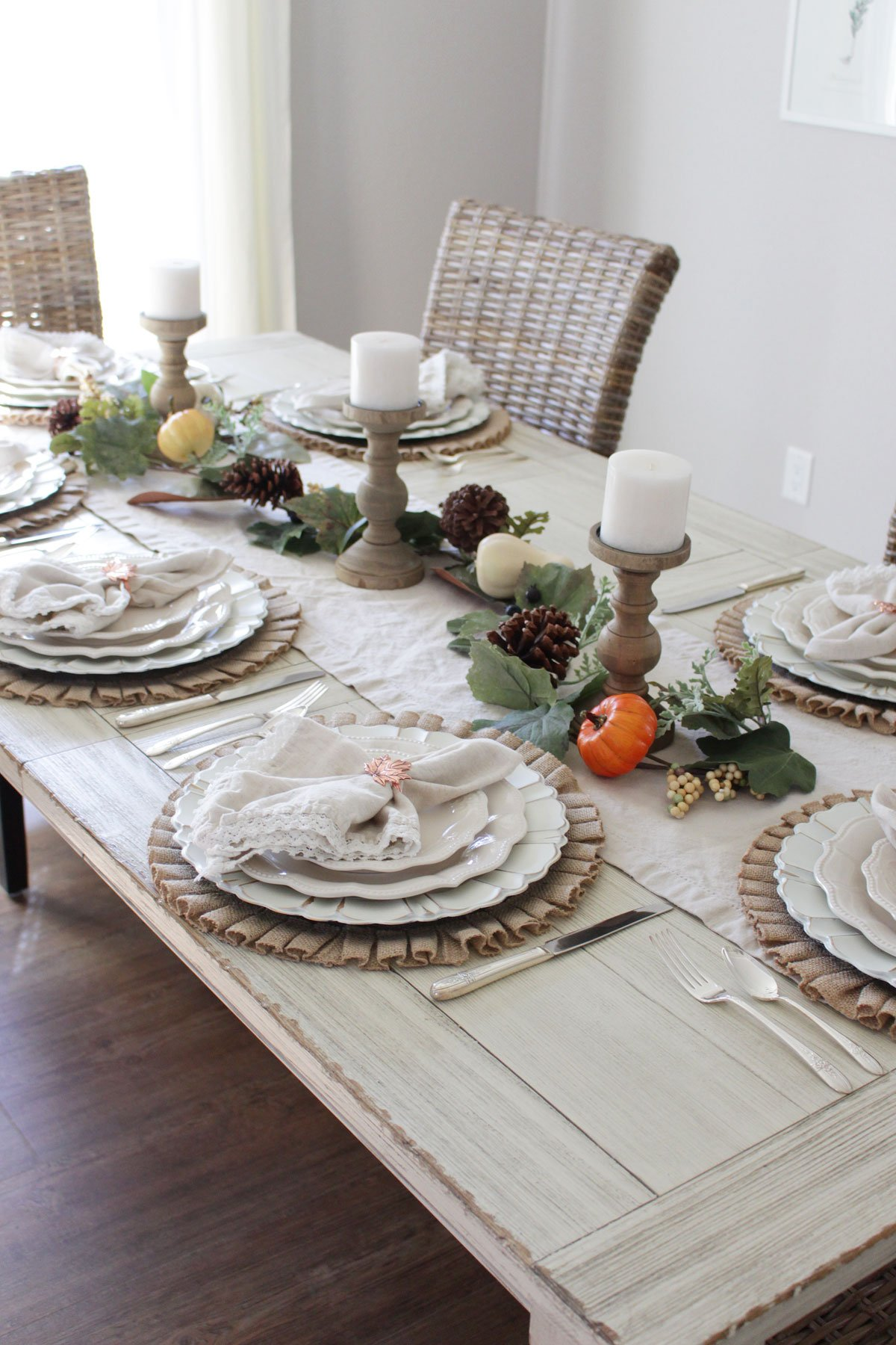 farmhouse-inspired Thanksgiving tablescape