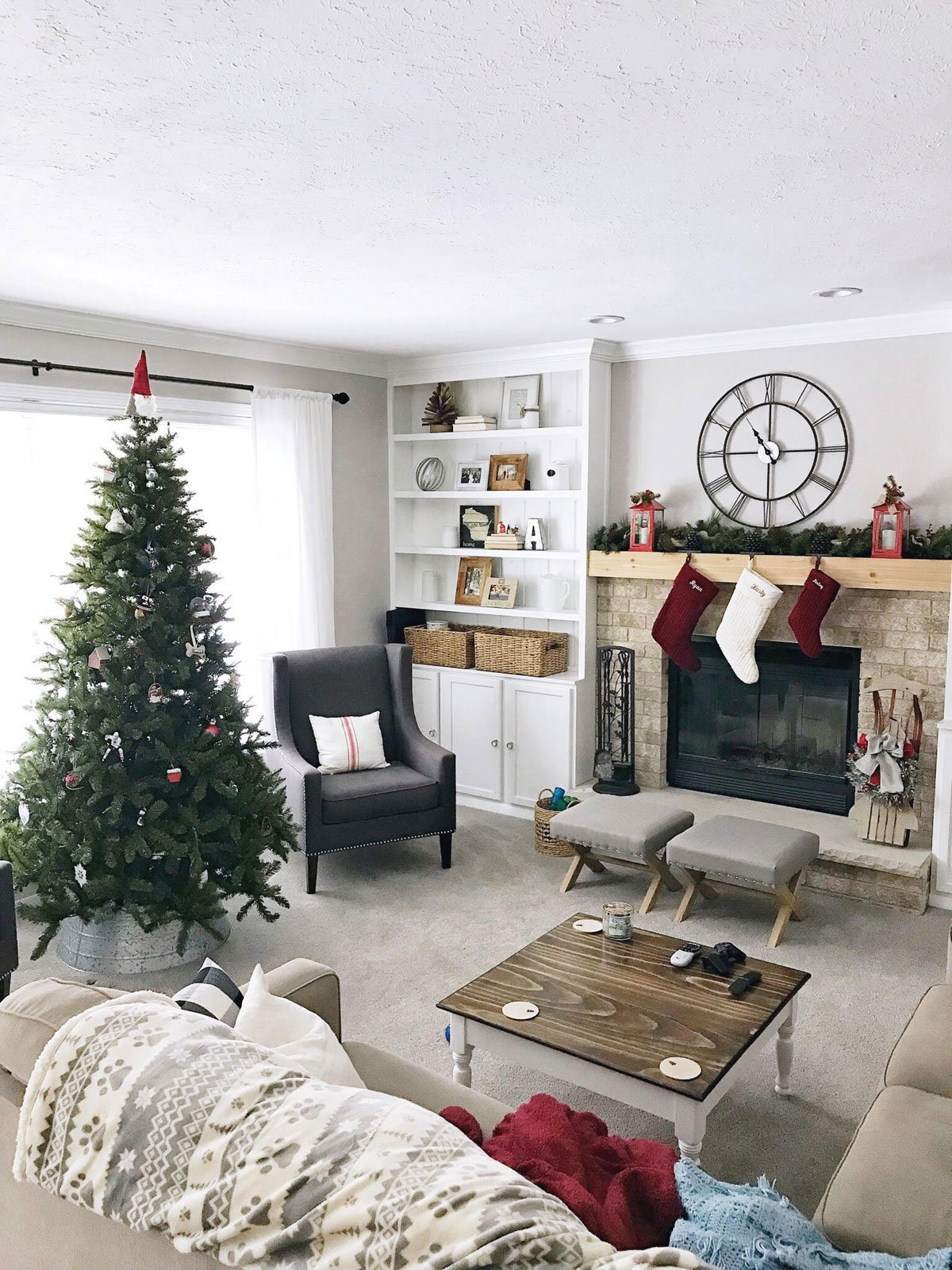 red and white traditional family room Christmas decor