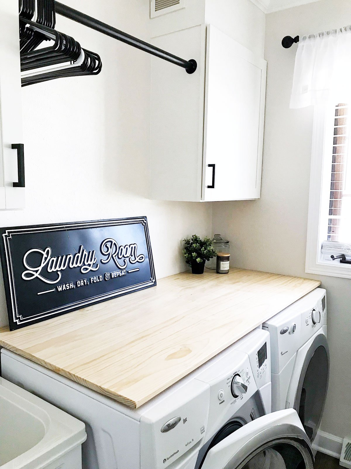 modern farmhouse laundry room decor